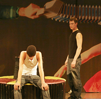 Theater TRAXX speelt in De Lawei Drachten Kapot van Jou!